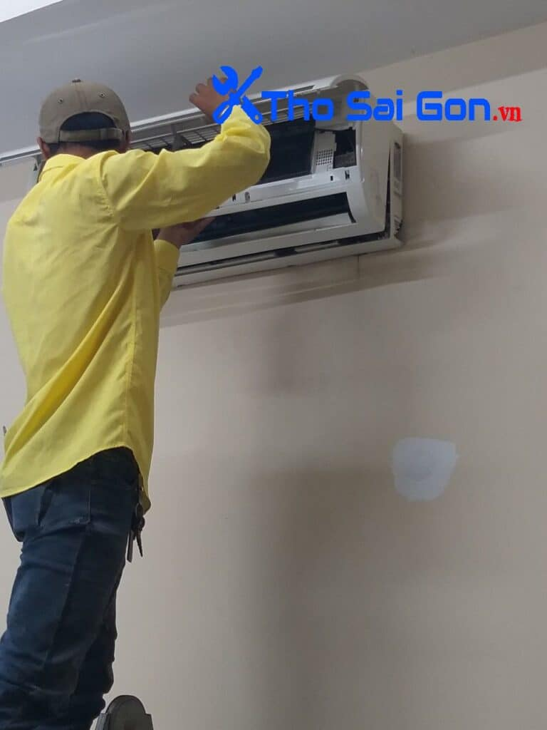 thợ vệ sinh máy lạnh, sửa máy lạnh, thợ lắp bóng đèn